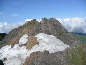 1974年に水蒸気噴火をおこした鳥海山山頂部_R
